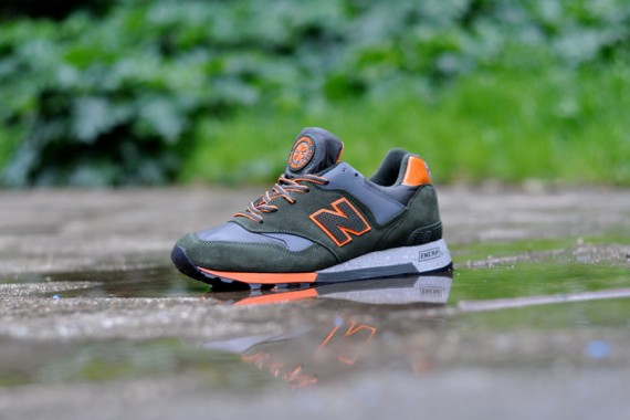 New-Balance-577-Rain-Mack-01
