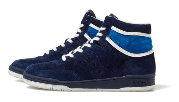 white-mountaineering-saucony-suede-high-top-sneakers-02-570x326