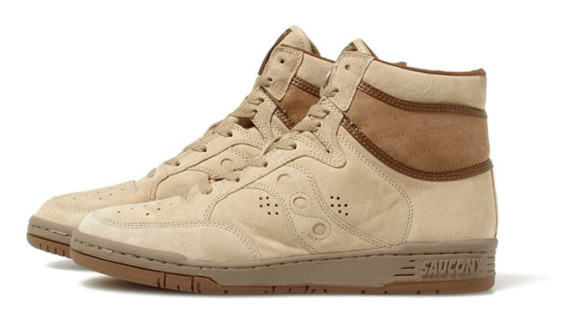white-mountaineering-saucony-suede-high-top-sneakers-04-570x326
