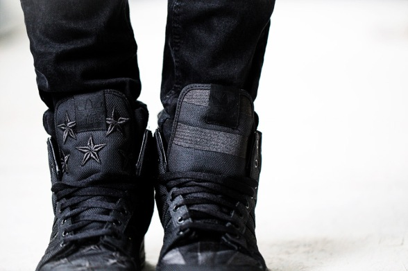 asap-rocky-jeremy-scott-adias-wings-2-black-flag-03