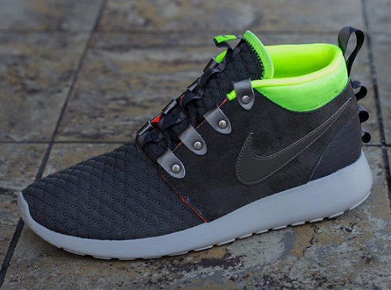 nike-roshe-run-mid-winter-newsprint-smoke-volt-3-570x424