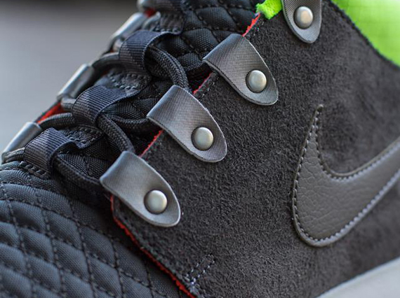 nike-roshe-run-mid-winter-newsprint-smoke-volt